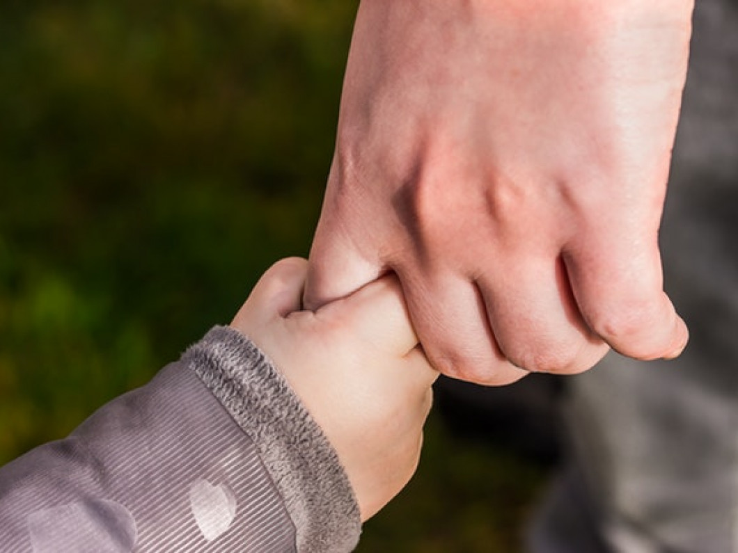 What determines the terms of a child custody agreement?
